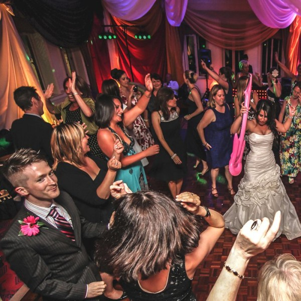 AliceWeddingMagazine-I1-WeddingEntertainment-001