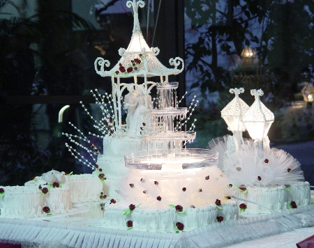 unusual wedding cakes take one alice in weddingland wedding blog. Black Bedroom Furniture Sets. Home Design Ideas