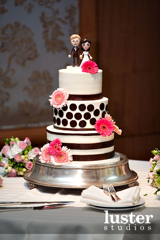 Unique Cake Designs For Wedding : Unusual Wedding Cakes: Take two - Alice In Weddingland ...