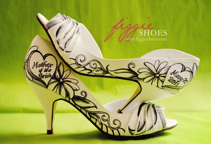 Unique wedding shoes: hand-painted pieces of art for your heart and sole