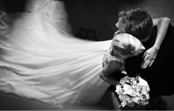 Wedding Photography Romantic: A Dynamic, Romantic Wedding Photo