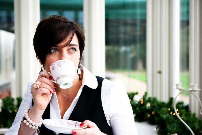 Alice In Weddingland:  The Tea Party – –