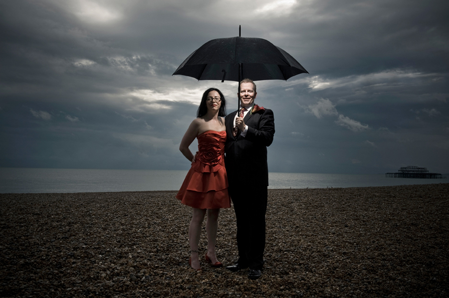 Stunning umbrella photos: wedding day shots with props