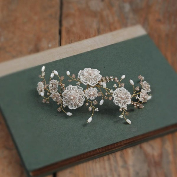 AliceInWeddingland-unique -bridal-headdresses-GlassOyster-06