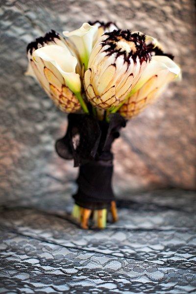 unique-wedding-bouquet-black